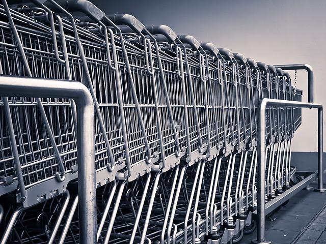 odložené nákupní vozíky