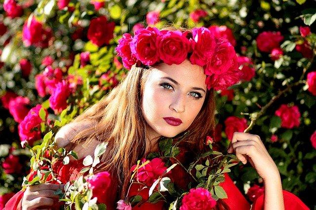 dívka v růžích