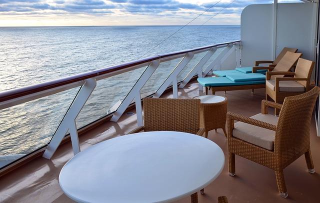 Výhled z lodi na moře