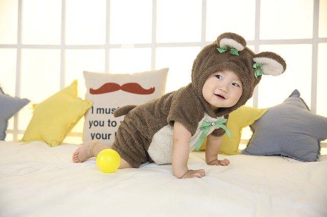 dítě jako králíček