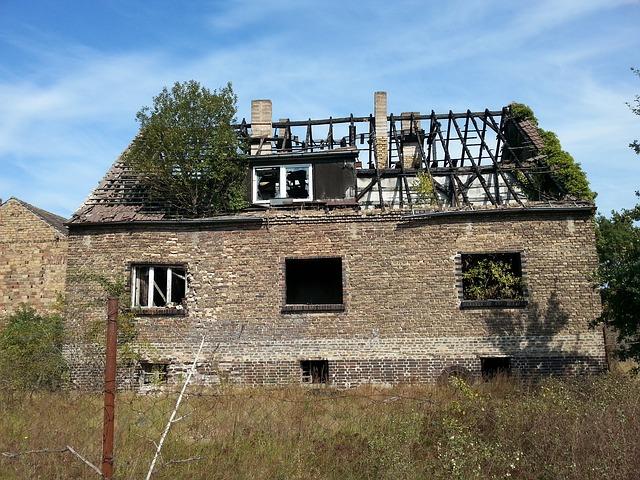 rozpadlý dům